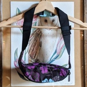 Dakine Bags - Sold // Dakine hibiscus print fanny hip pack